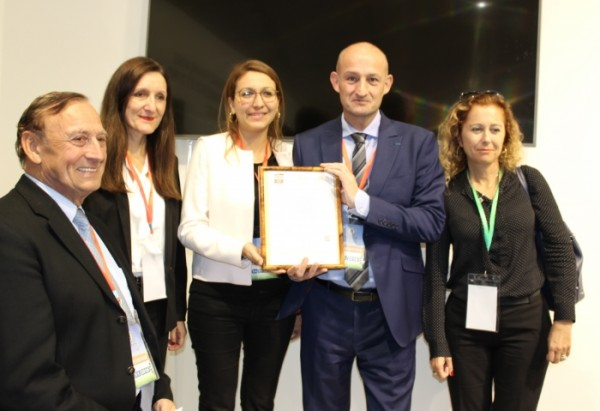 Award of the certificate to CFCIM by AFNOR teams on 14 November 2016 in the France-Morocco Solutions space at the COP 22 site in Marrakech. ©DR