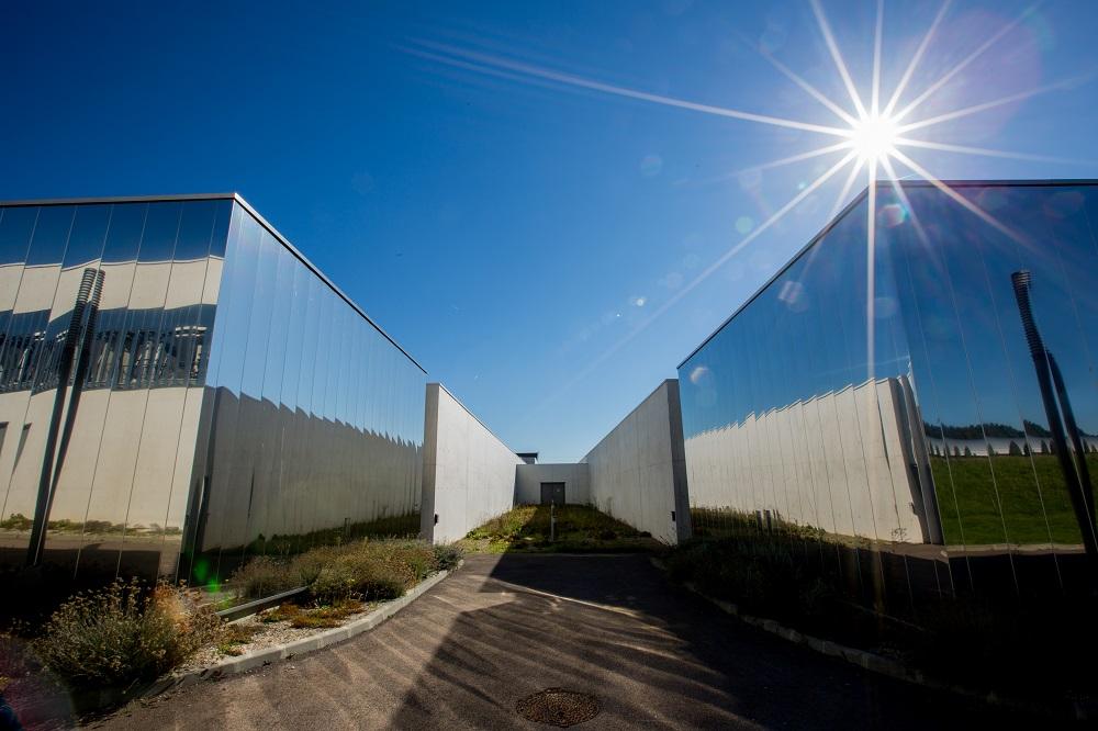 EDF Datacenter NOE : centre de stockage de données, infrastructure éco efficace, situé à Val de Reuil, dans l'Eure, près de Rouen. Les bâtiments du Datacenter NOÉ, Val-de-Reuil